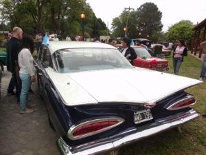 Exposición de autos clásicos, en Santa Ana de los Guácaras