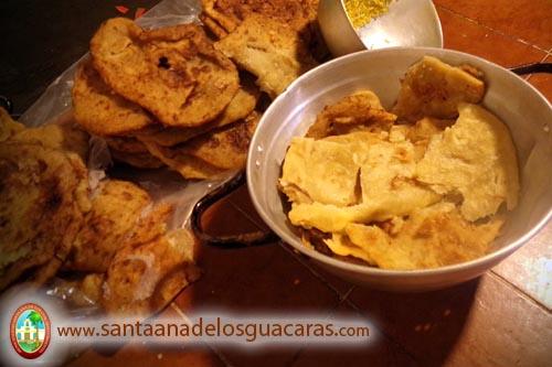 El tradicional chipá cuerito, comida típica de Corrientes, acompaña las comidas de los peregrinos