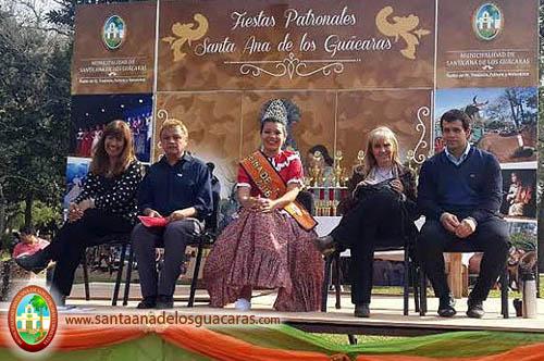 Ministra Inés Presman en desfile tradicionalista de Santa Ana