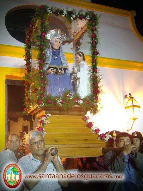 Santa Ana es sacada al atrio a saludar a sus devotos