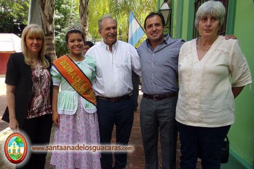 La reina del Festival del Mango, Rocío Duarte, recibe a las autoridades gubernamentales